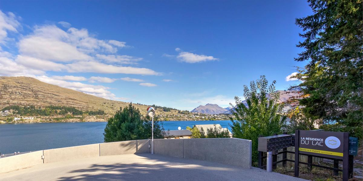 Aura Queenstown Holiday Homes Absolute Bliss Villa B 543 Frankton Road 01