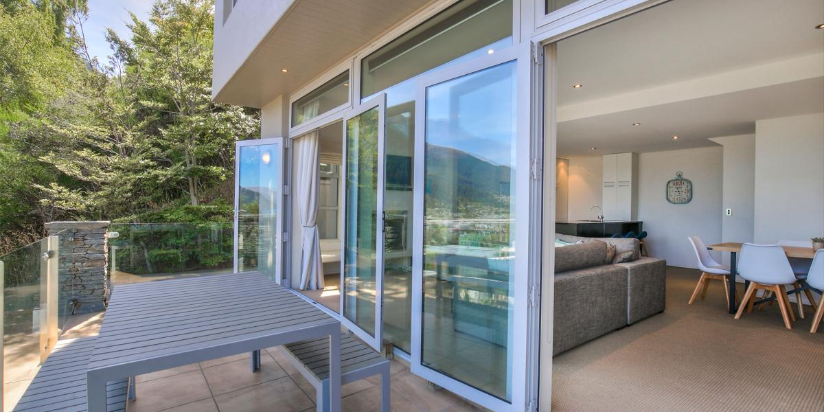 Aura Queenstown Holiday Homes Diamond Villa 21a Hallenstein Street 03