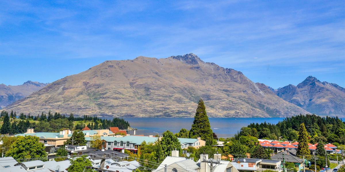 Aura Queenstown Holiday Homes Diamond Villa 21a Hallenstein Street 04
